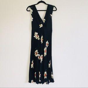 Vince Dresses - Vince Gardenia Floral Pleated Twist Front Dress 8